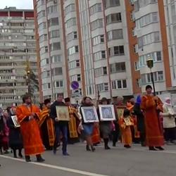 22.04.2018 - Крестный ход по Некрасовке в честь праздника Святых жен-мироносиц